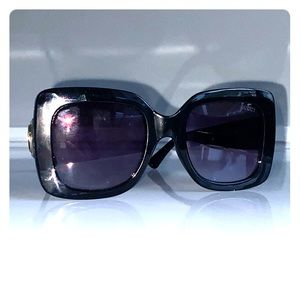 Gucci black oversized square sunglasses!!